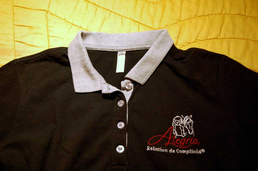 Polo Alegria noir, détail du col